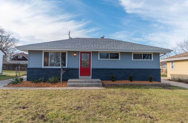 5327 N 90th St, Milwaukee, WI 53225 (#1669975) :: RE/MAX Service First Service First Pros