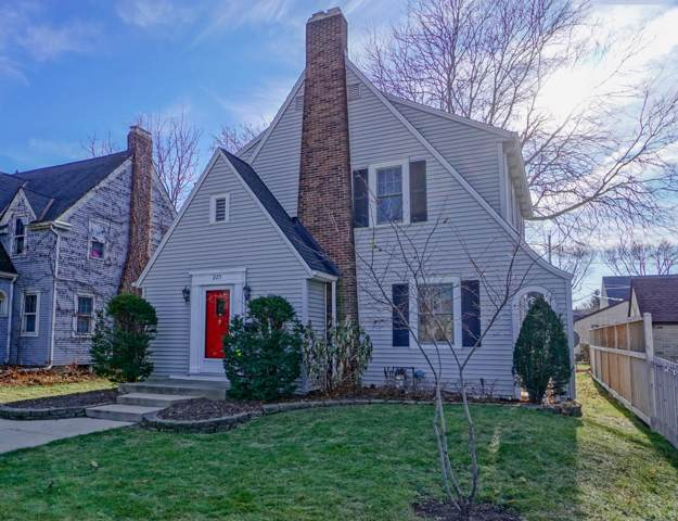 225 W Saveland Ave, Milwaukee, WI 53207 (#1669987) :: RE/MAX Service First Service First Pros
