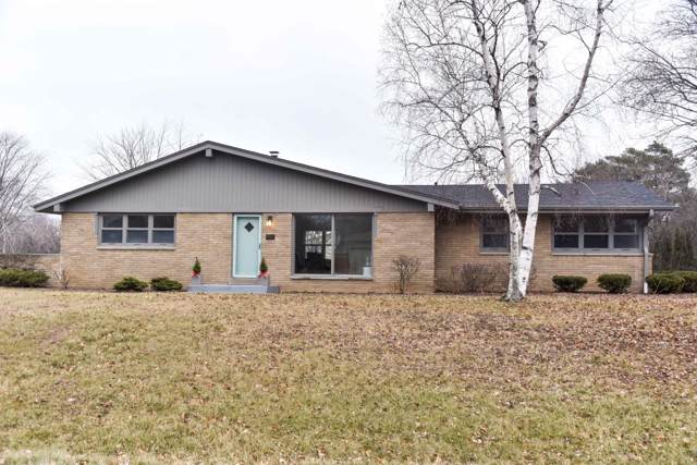 9040 N Mohawk Rd, Bayside, WI 53217 (#1670246) :: Keller Williams Realty - Milwaukee Southwest