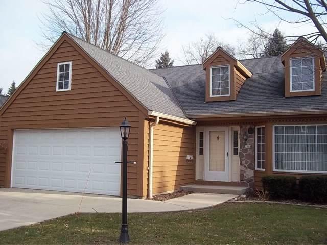 3844 S Oakridge Ct, Greenfield, WI 53228 (#1670477) :: Keller Williams Realty - Milwaukee Southwest