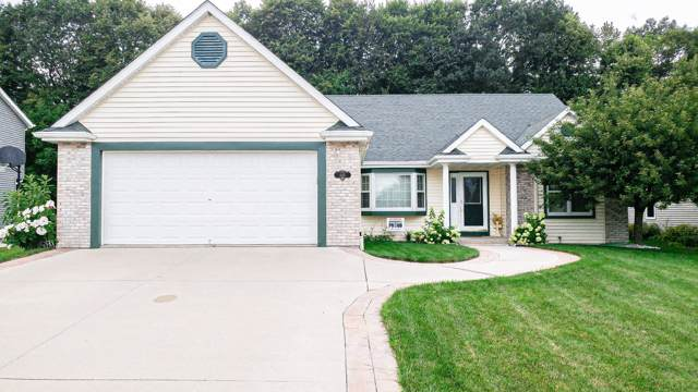649 Simon Dr, Hartford, WI 53027 (#1671422) :: RE/MAX Service First Service First Pros