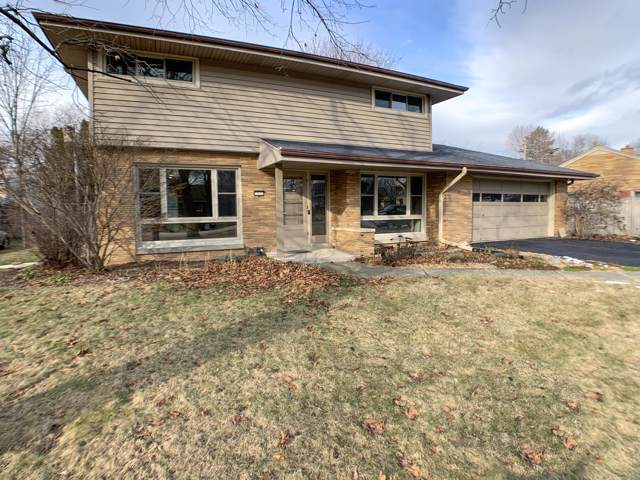 7431 N Seneca Rd, Fox Point, WI 53217 (#1671964) :: Tom Didier Real Estate Team