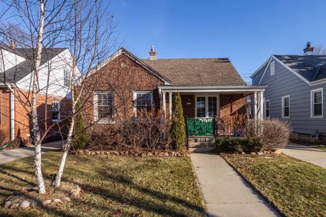 4828 N Elkhart Ave, Whitefish Bay, WI 53217 (#1672267) :: Tom Didier Real Estate Team