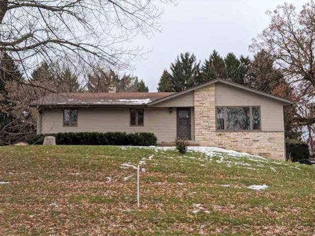 904 W Devonshire, Delafield, WI 53018 (#1672316) :: RE/MAX Service First Service First Pros