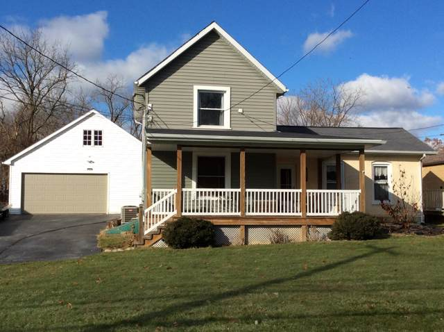 411 Prospect Ave, Pewaukee, WI 53072 (#1672418) :: RE/MAX Service First Service First Pros