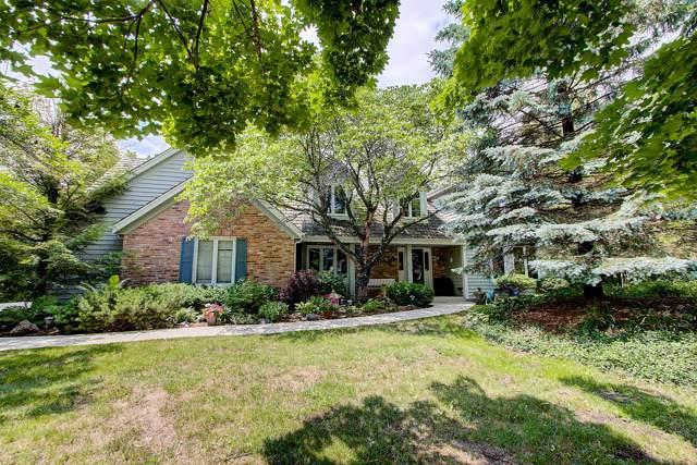 10621 N Riverlake Ct, Mequon, WI 53092 (#1672456) :: Tom Didier Real Estate Team