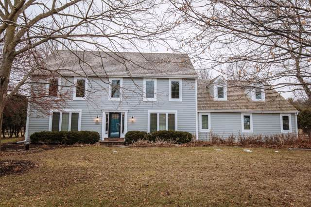 165 Hickory Dr, Delafield, WI 53018 (#1672657) :: RE/MAX Service First Service First Pros