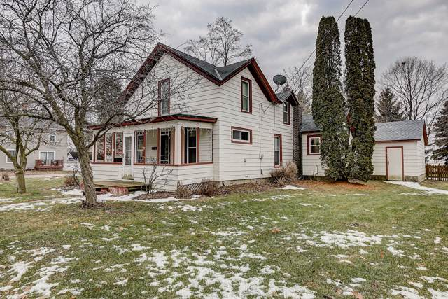 505 W South St, Oconomowoc, WI 53066 (#1672759) :: RE/MAX Service First Service First Pros