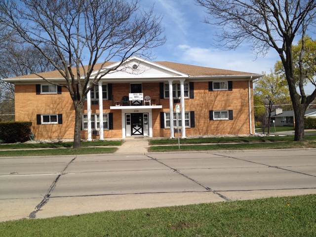 3006 N 124th St, Wauwatosa, WI 53222 (#1672819) :: RE/MAX Service First