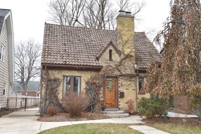 5751 N Bay Ridge Ave, Whitefish Bay, WI 53217 (#1672914) :: Tom Didier Real Estate Team