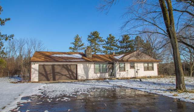N8W33548 Forest Ridge Rd, Delafield, WI 53018 (#1673146) :: RE/MAX Service First Service First Pros