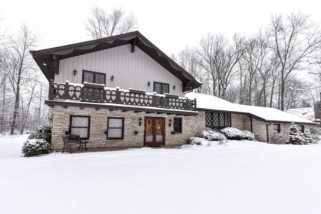 10508 W Sunset Woods Ln, Mequon, WI 53097 (#1673215) :: Tom Didier Real Estate Team