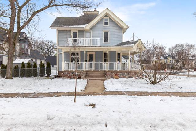 229 Grand Ave, Mukwonago, WI 53149 (#1673305) :: RE/MAX Service First Service First Pros