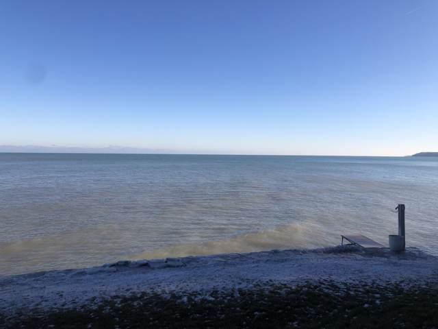 7000 N Beach Dr, Fox Point, WI 53217 (#1673349) :: Tom Didier Real Estate Team