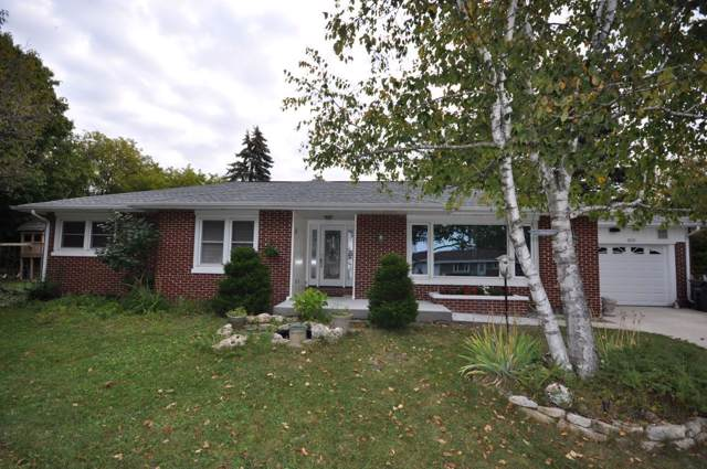 2115 Skyline Dr, West Bend, WI 53090 (#1673395) :: RE/MAX Service First Service First Pros