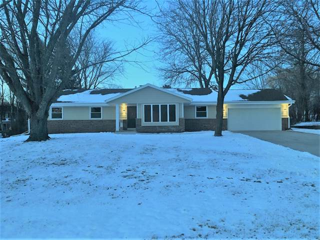 10413 N Riverview Ct, Mequon, WI 53092 (#1673434) :: Tom Didier Real Estate Team