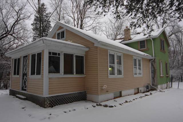 194 Wilson Ave, Dousman, WI 53118 (#1673454) :: RE/MAX Service First Service First Pros