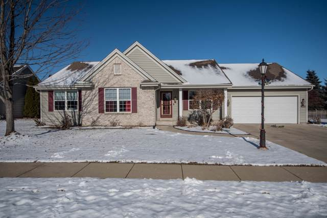 1232 Redwing Dr, Oconomowoc, WI 53066 (#1673563) :: RE/MAX Service First Service First Pros