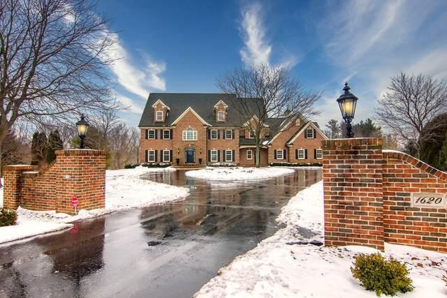 1620 Robin Ct, Cedarburg, WI 53024 (#1673696) :: Tom Didier Real Estate Team