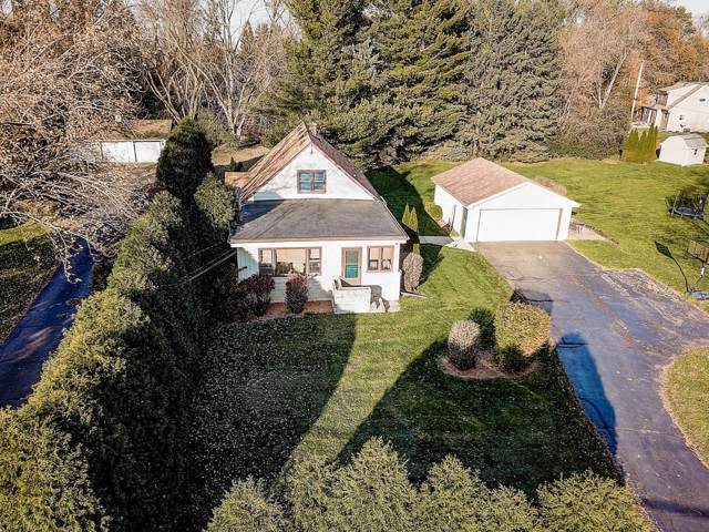3636 S Racine Ave, New Berlin, WI 53146 (#1673835) :: RE/MAX Service First Service First Pros