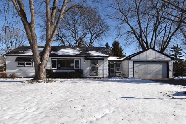 1518 S Clover Knoll Pl, New Berlin, WI 53151 (#1673842) :: RE/MAX Service First Service First Pros