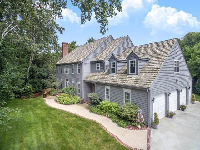 3708 W Tremont Ct, Mequon, WI 53092 (#1673946) :: Tom Didier Real Estate Team