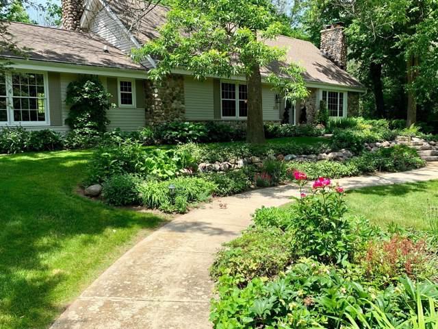 4838 W Glen Cove Ct, Mequon, WI 53092 (#1674046) :: Tom Didier Real Estate Team
