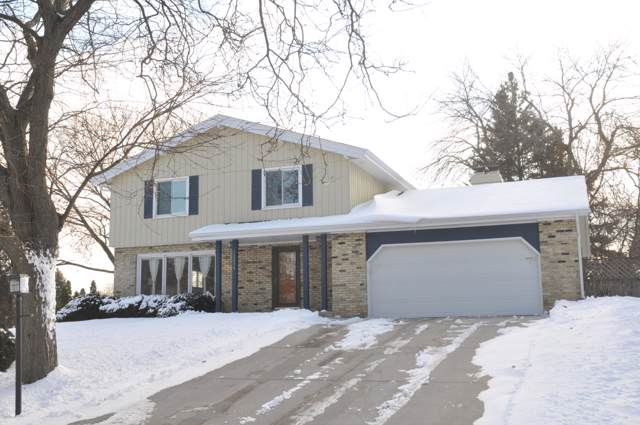 12455 W Ohio Dr, New Berlin, WI 53151 (#1674143) :: RE/MAX Service First Service First Pros