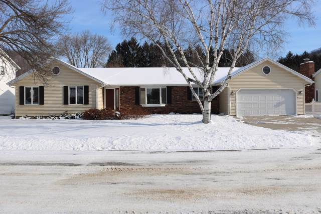 425 28TH ST S, La Crosse, WI 54601 (#1674177) :: RE/MAX Service First Service First Pros
