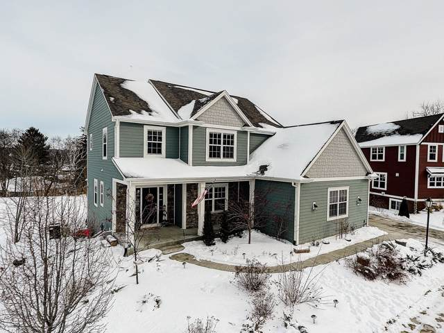 614 Sanctuary Ln, Delafield, WI 53018 (#1674250) :: RE/MAX Service First Service First Pros