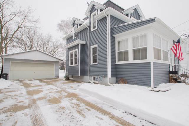 712 Emmet St, Watertown, WI 53094 (#1674299) :: RE/MAX Service First Service First Pros