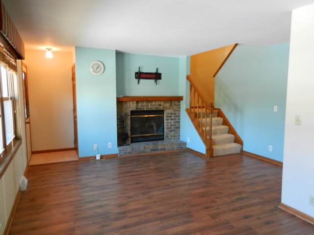 569 Hartridge Drive, Hartland, WI 53029 (#1674314) :: RE/MAX Service First Service First Pros
