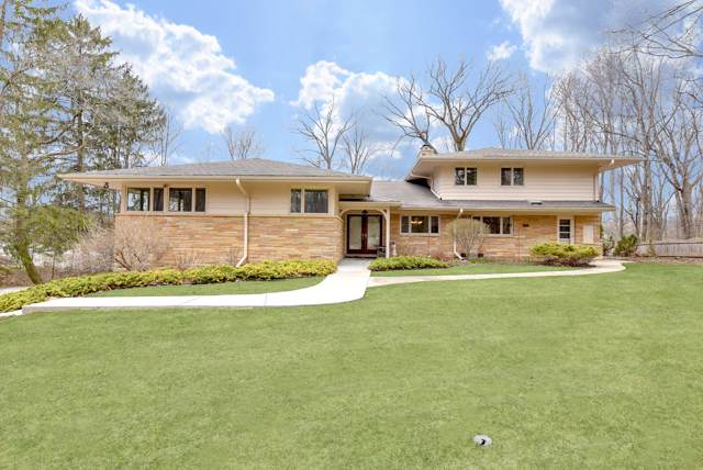 4726 W Parkview Dr, Mequon, WI 53092 (#1674320) :: Tom Didier Real Estate Team