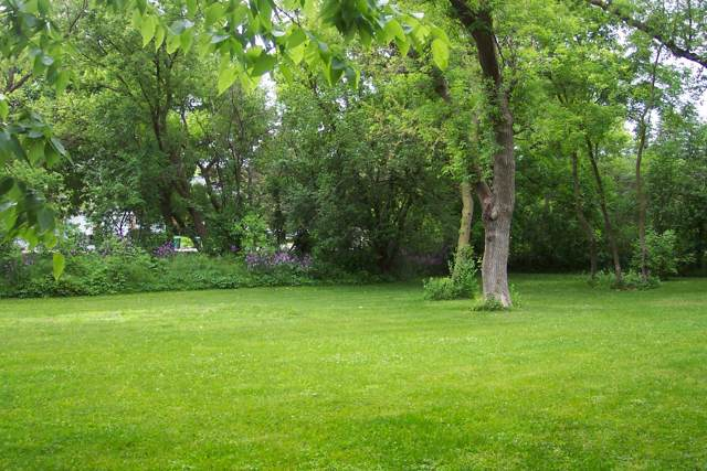 500 Lake Bluff Rd, Thiensville, WI 53092 (#1674346) :: Tom Didier Real Estate Team