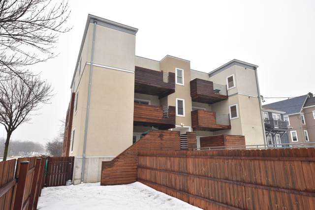 2904 N Cambridge Ave #101, Milwaukee, WI 53211 (#1674375) :: RE/MAX Service First Service First Pros