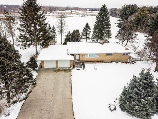 N1590 Daisy Dr, Bloomfield, WI 53128 (#1674813) :: Keller Williams Momentum