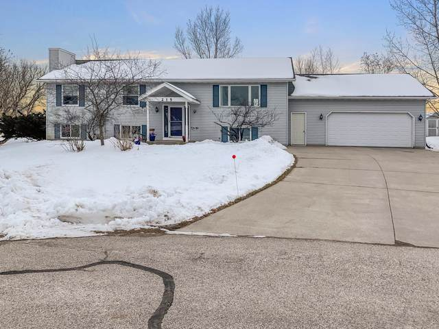 215 Cranberry Ct, Waldo, WI 53093 (#1675221) :: RE/MAX Service First Service First Pros