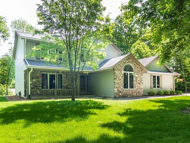 1140 Forest Ct, Richfield, WI 53033 (#1675315) :: Tom Didier Real Estate Team