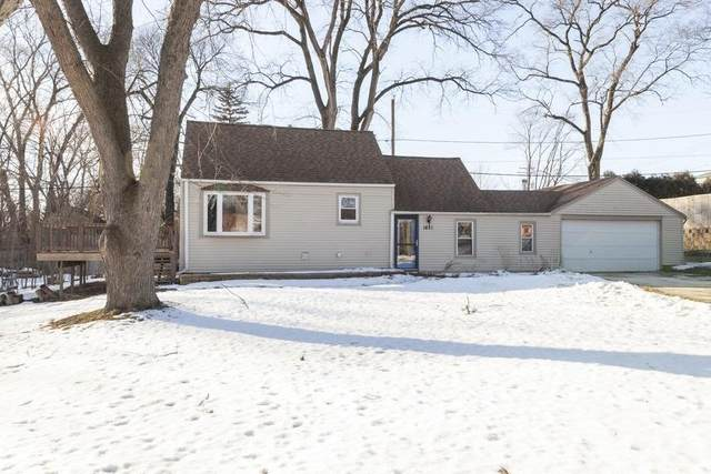 1421 S 168th St, New Berlin, WI 53151 (#1675670) :: RE/MAX Service First Service First Pros