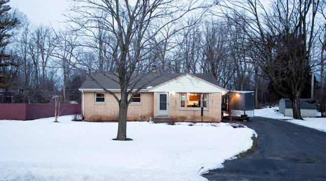 4630 S Clearwater Pl, New Berlin, WI 53151 (#1675787) :: RE/MAX Service First Service First Pros