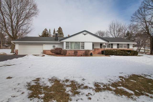 18260 W Willow Rd, New Berlin, WI 53146 (#1676175) :: Keller Williams Realty Milwaukee North Shore