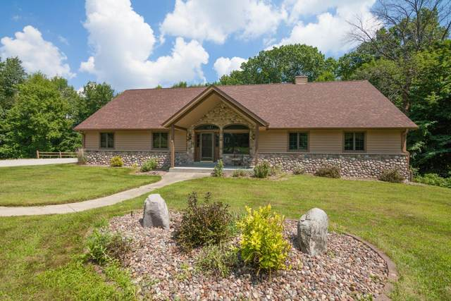 3140 Cobble Ct, Hartford, WI 53086 (#1676253) :: Tom Didier Real Estate Team