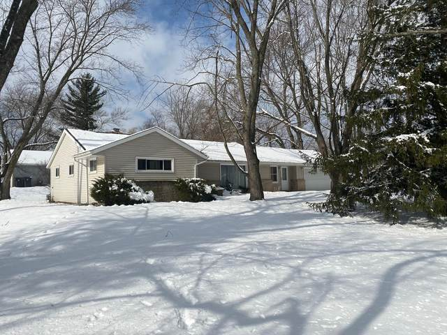 2415 S Lilac Ln, New Berlin, WI 53151 (#1676405) :: RE/MAX Service First Service First Pros
