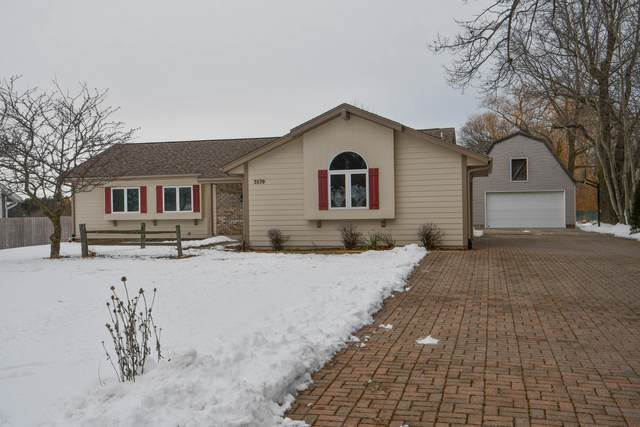 3570 E Garden Pl, Oak Creek, WI 53154 (#1676832) :: Keller Williams Realty Milwaukee North Shore