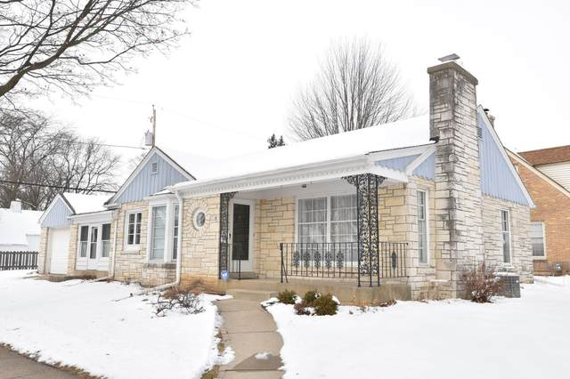 8504 W Wright St, Wauwatosa, WI 53226 (#1676855) :: Keller Williams Realty Milwaukee North Shore