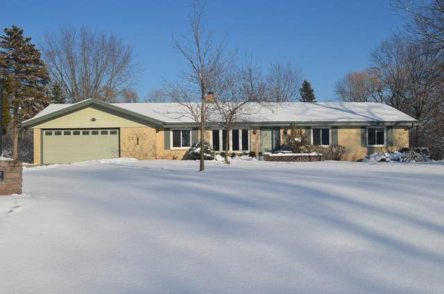 10202 N La Cresta Dr, Mequon, WI 53092 (#1676869) :: Keller Williams Realty Milwaukee North Shore