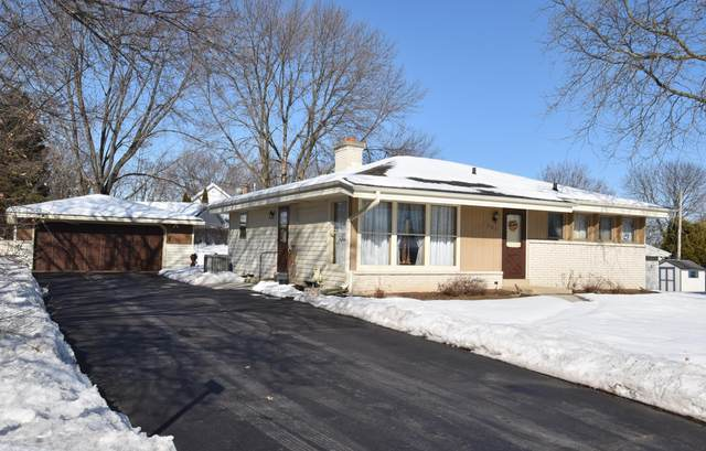 1003 Lilac Ln, Pewaukee, WI 53072 (#1676961) :: RE/MAX Service First Service First Pros