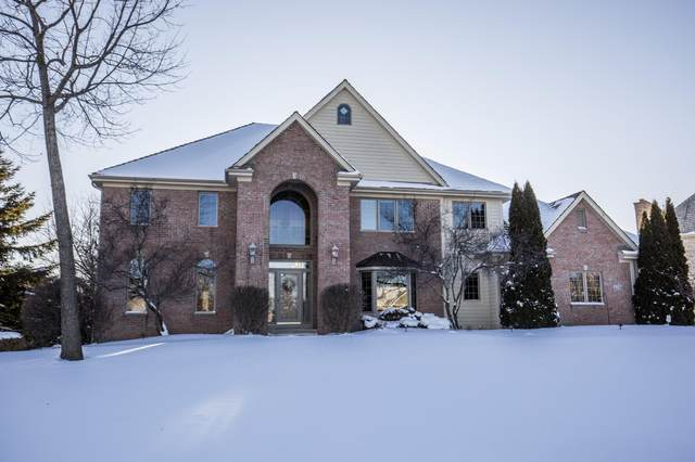 4755 Danbury Dr, Brookfield, WI 53045 (#1677038) :: Keller Williams Momentum