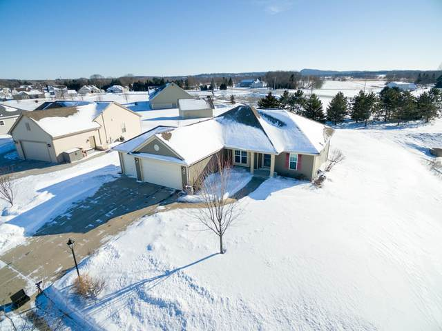 191 E Farmstead Dr, Slinger, WI 53086 (#1677104) :: Tom Didier Real Estate Team