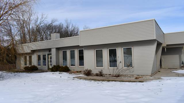 21040 County Line Rd, Dover, WI 53139 (#1677116) :: Keller Williams Momentum